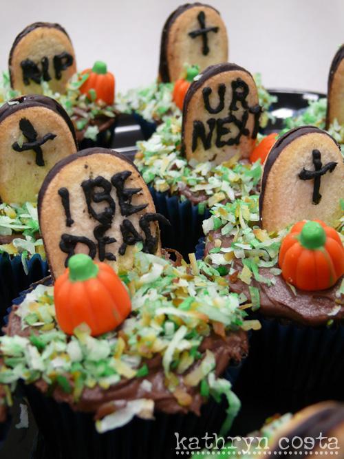 2-Halloween-cupcakes