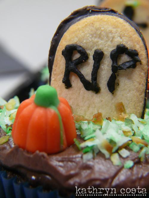 4-Halloween-cupcakes